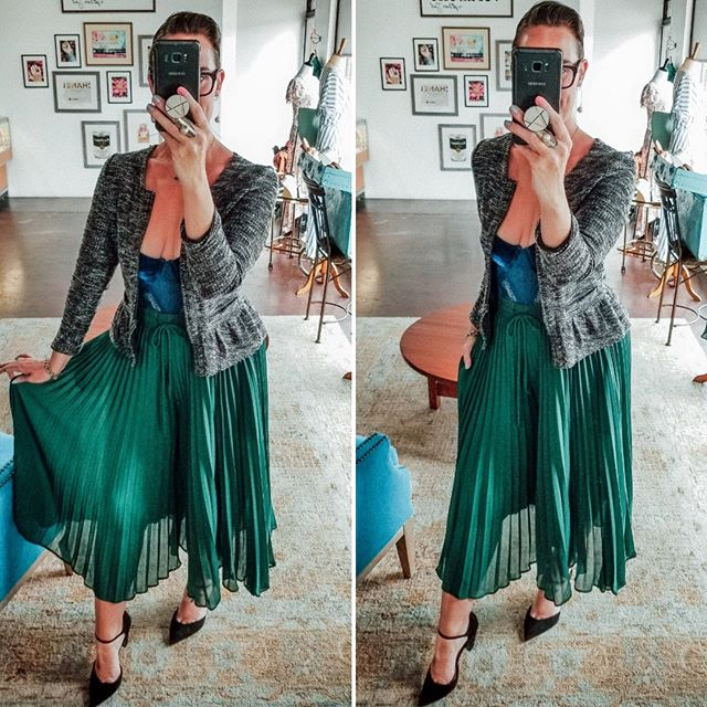 "Just in ""Sassy Sadie"" Pleated Pants, (which look suspiciously like a skirt) and are now available in Emerald, Green.  Link in Bio to Buy!  #notaskirt #pleatedpants #emeraldgreen #lookstolove #ootdboutique #boutiquelovers #boutiquevibe #allaboutthefit #figureflattering #ootd #tucsonboutique #tucsonshop #shoplocaltucson #shoptucsonboutiques #linkinbio #shopverabelle #onlineshopping #shoppingonline #tucsonarizona #sunshineandsmiles #ootd💗"
