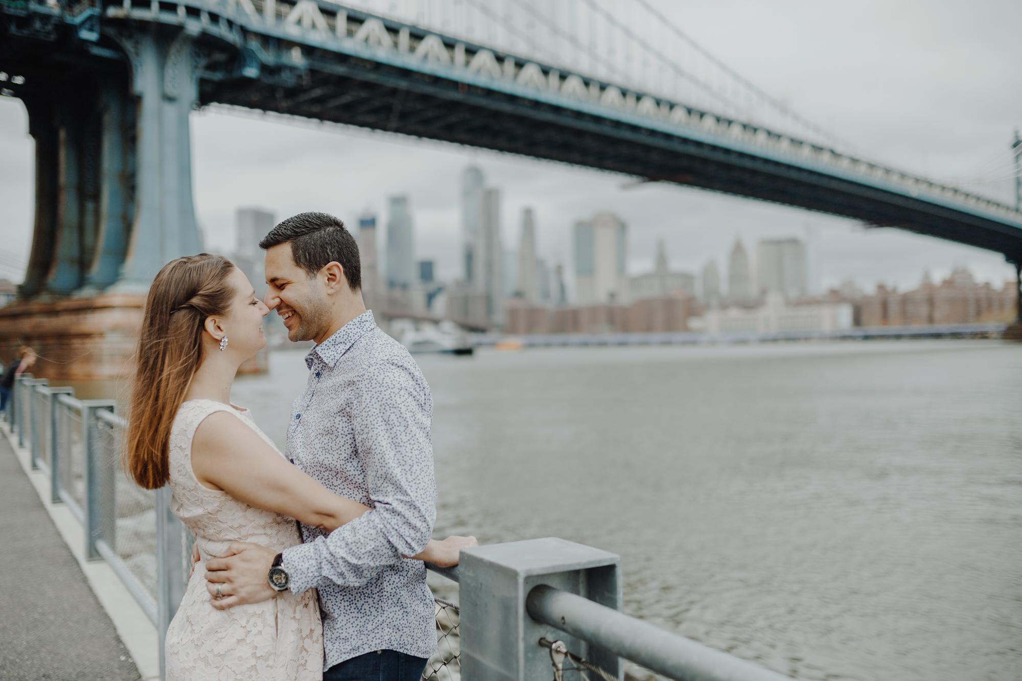Brooklyn bridge couples photos