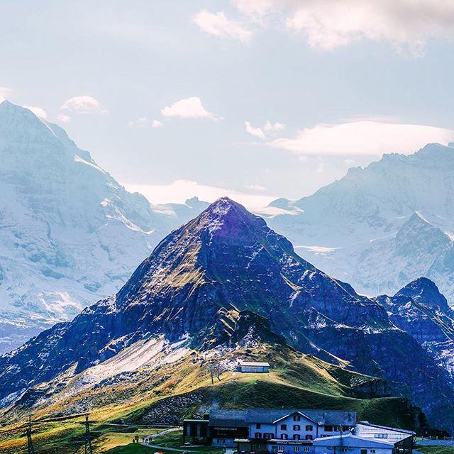 The view from Männlichen towards Kleine Scheidegg. 🏔🏃🏻♂️🏔#switzerland . . . . . . . . . . . . . . . . . . . . . #hikingtheglobe #alpselevated #nature #optoutside #getoutside #switzerland #wengen #outdoors  #hikingboots #alps #hiking #hikingadventures #naturelovers #landscape #wanderlust #offthegrid #mountainlife #godsgreenearth #adventureawaits #bergwandern #wandern #wanderlusting #naturephotography #hike #whyihike #choosemountains