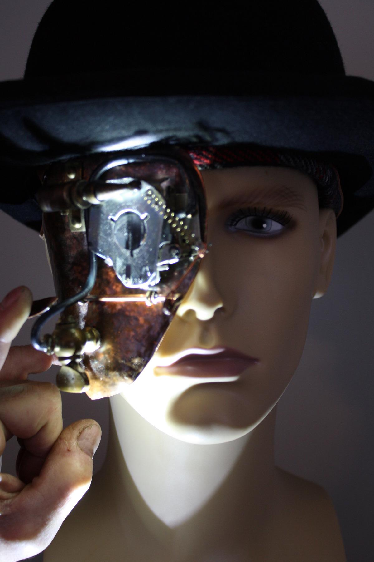 Blinking Eye of Steam Punk Mask