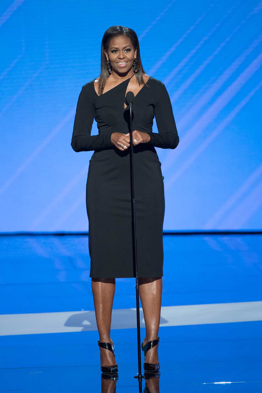 Michelle-Obama-2017-ESPY-Awards-Fashion-Cushnie-et-Ochs-Tom-Lorenzo-Site-1.jpg