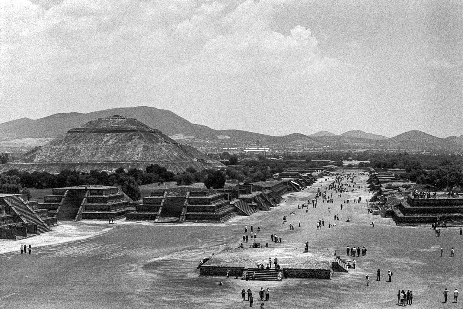 20190523_MexicoCIty_M5-KodakTrix400_008-Edit.jpg