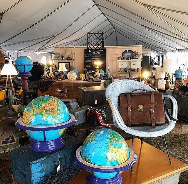 Some of us love flea markets so much that we look them up at our destination ahead of time. Just to make sure we don't miss them. Brimfield Antique Show (MA)  is one of the biggest flea markets in the US and it's definitely worth a visit if you're looking for something cool or weird. 📸: @bargecanalmarket