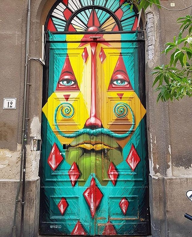 A unique door in Budapest 🇭🇺 📸: @mapleleafkyle