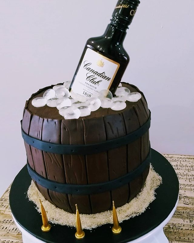 One of these might make Monday a little easier! 🤔 A whole lot of fudgey chocolate mud cake to celebrate a 30th this weekend. #30thcake #barrelcake #canadianclub #birthdaycake #playingcake #mudcake #luvyalockyer #lockyervalleycakes