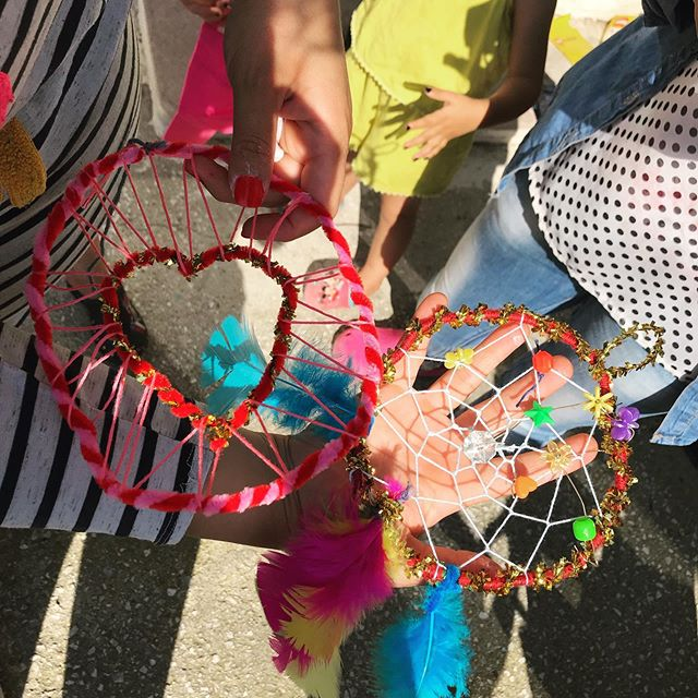 Colourful dreamcatchers made at our women's space today! . . . #dreamcatcher #crafts #women #womenspace #refugeeswelcome #helprefugees #humanitarianaid #volunteers #greece #northerngreece #ngo #dignityfirst