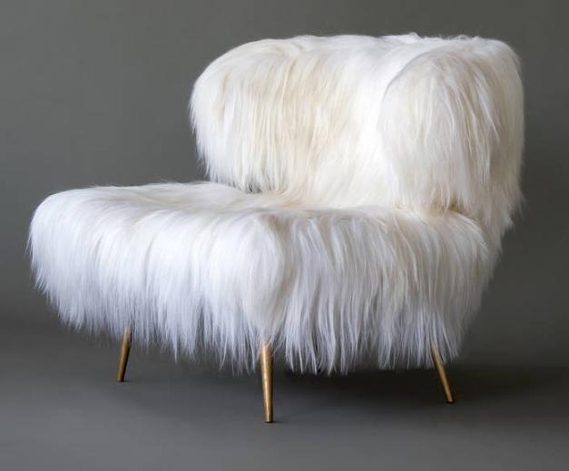 szary futrzany fotel