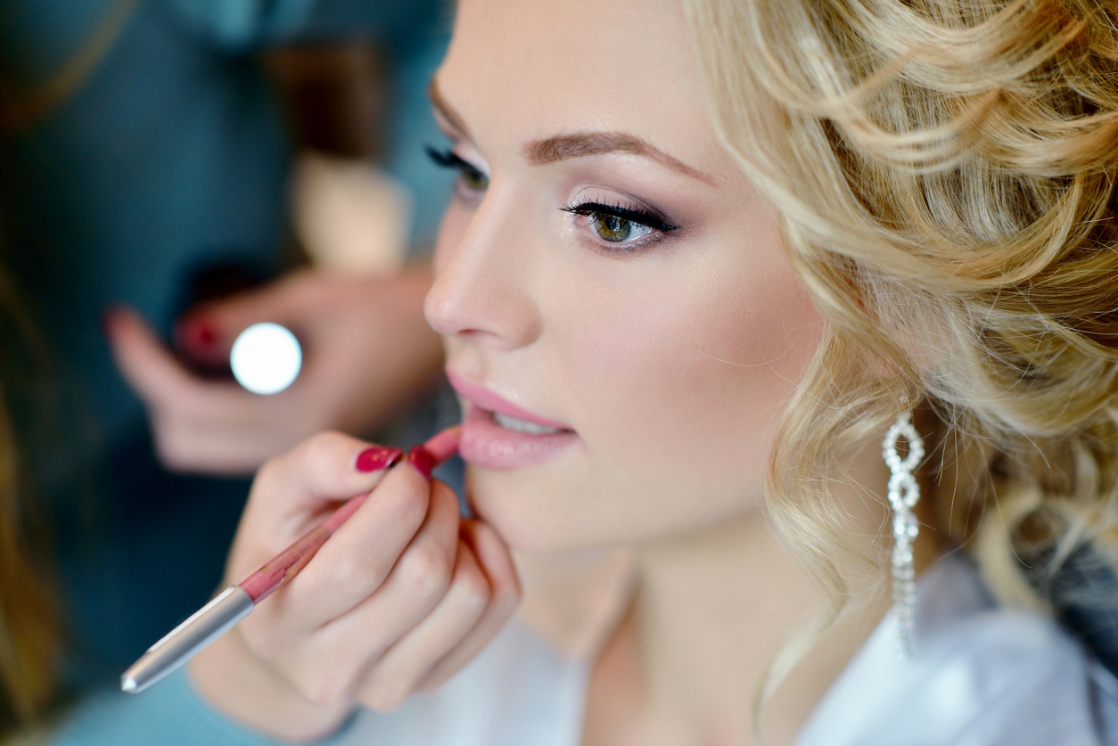 Bridal Trial - We recommend scheduling this appointment on the night of your bachelorette, bridal shower, or an event for photography purposes. Includes Lashes 60mins / $75