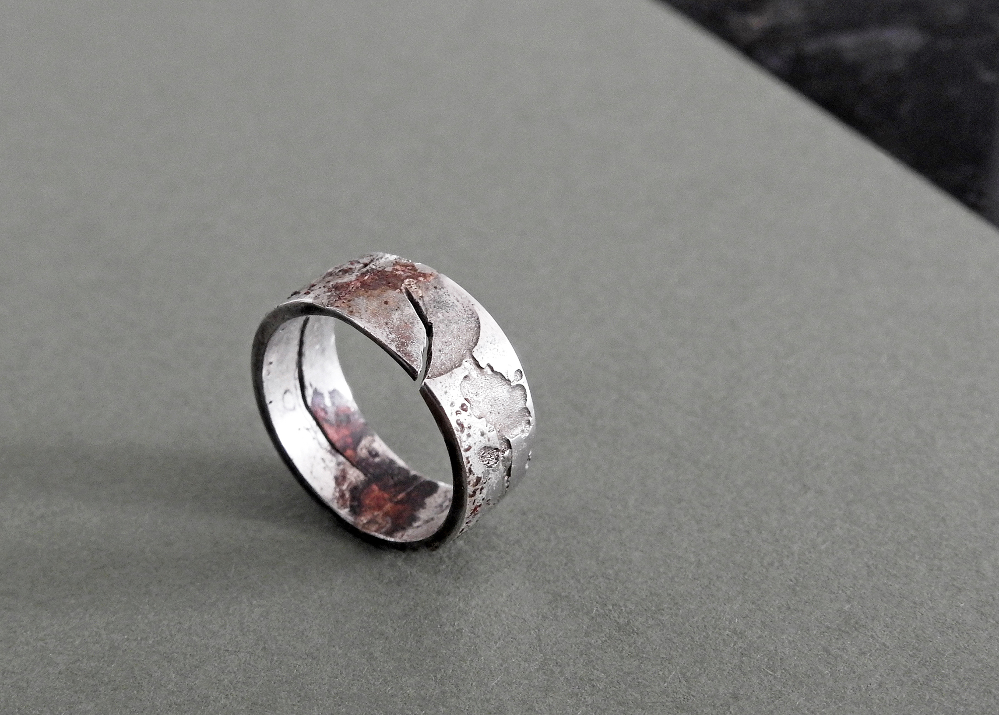 Ring (2019): Silver, Melted Aluminium, Enamel