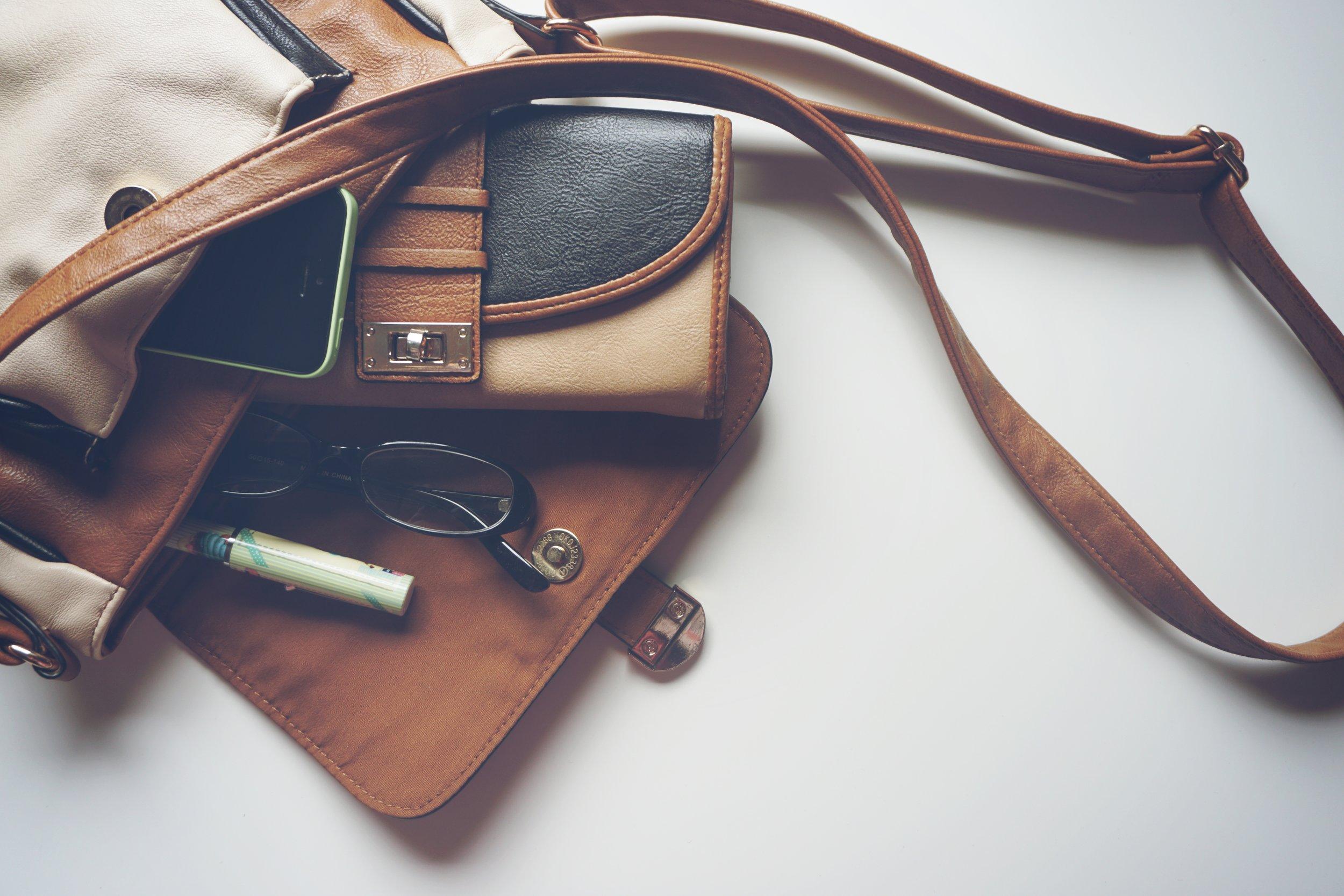 handbag-1478814.jpg