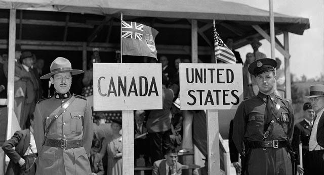 mountie_and_trooper_19411.jpg