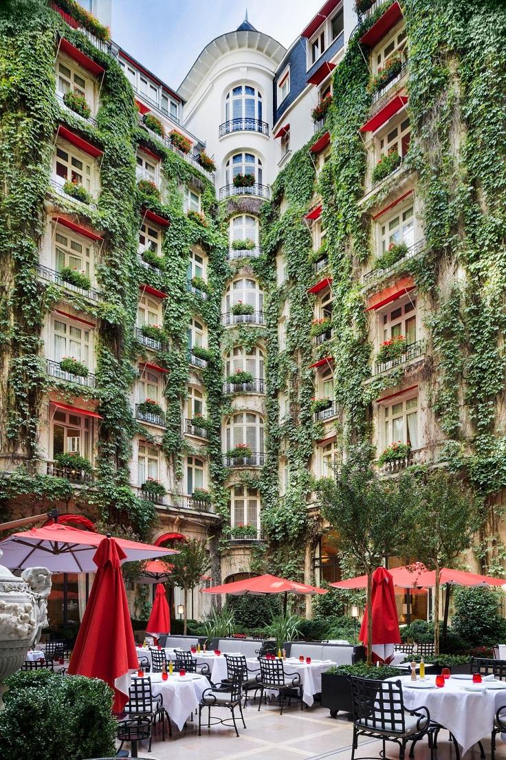 La Cour jardin du Plaza Athénée  Photo Julio Piatti