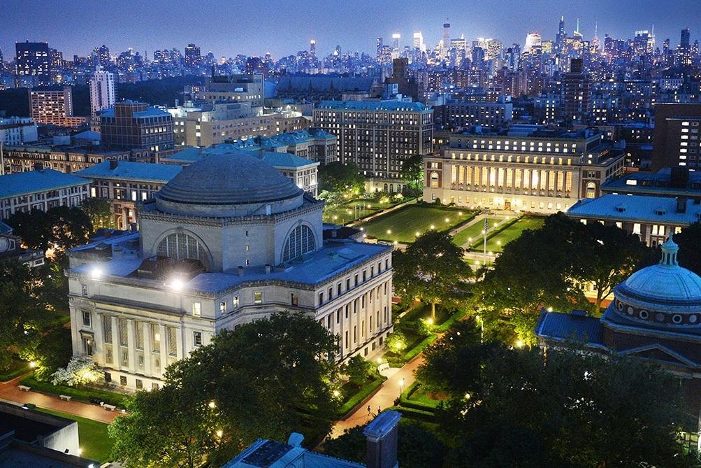 哥伦比亚大学 - 哥伦比亚大学坐落于纽约曼哈顿上西区,是常青藤八大名校之一,也是培养出诺贝尔奖获得者最多的大学之一。个大校园里还走出5位美国开过元勋,奥巴马, 罗斯福等四位美国总统,和34位各国元首,首脑,10位美国最高学院大法官。哥伦比亚大学拥有世界一流的法学院,商学院,医学院,新闻学院, 工程学院等。