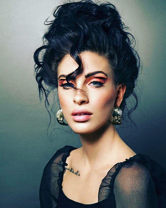 Den 19:e Aug startar vår nästa utbildning! Är du eller någon du känner sugen på att jobba med världens bästa jobb som makeupartist & hårstylist? Skicka ett mejl till maria@mariart.se 💫  Photo: @freshew  MUA: #makeupbymiaadam