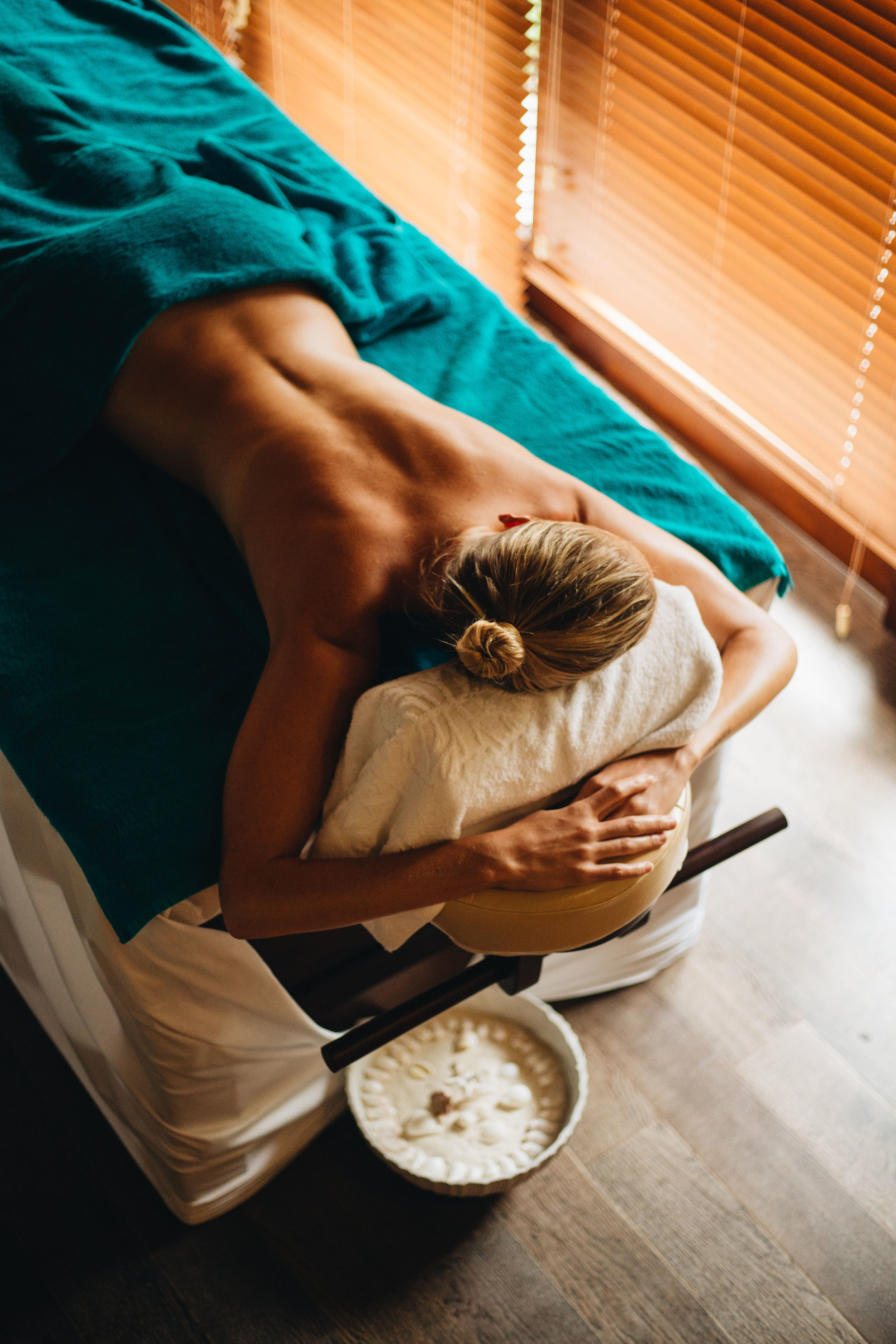 10:00 AM  // After a leisurely breakfast in the villa, we continued our relaxing morning at the spa. Just a few minutes away from our villa, the Fushifaru spa is nestled in the green center of the island and a couples balinese massage was just what the doctor ordered!