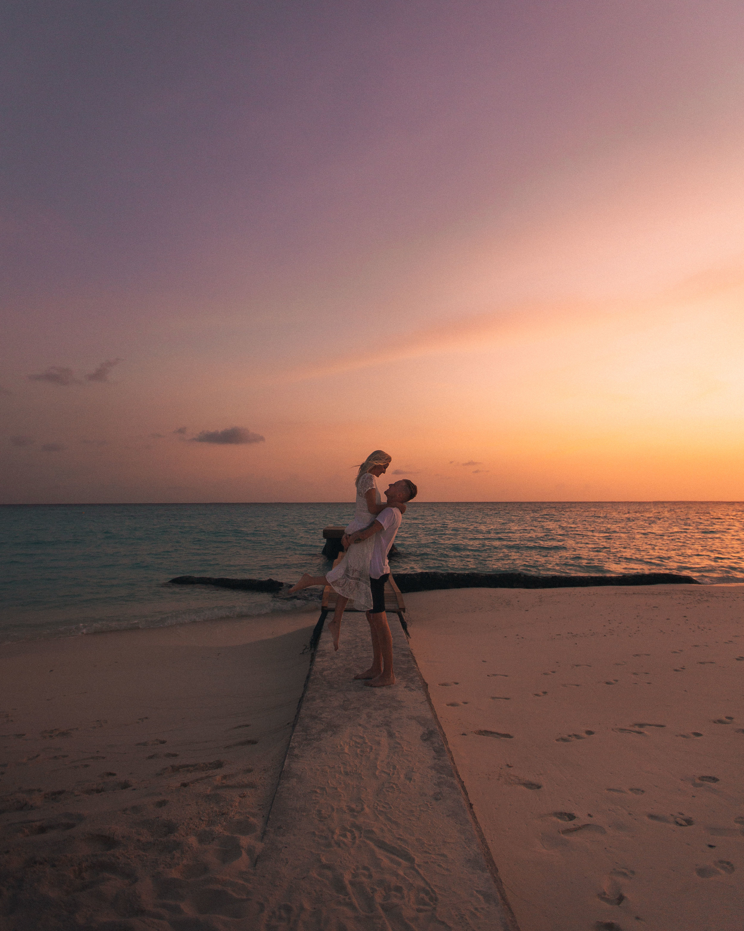 7:00 PM  // We made it back to the island just in time to take in the last few minutes of light and reminisce on our magical day on Fushifaru before dinner!