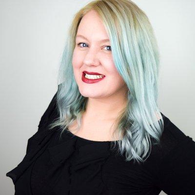 Lindsay MacLaughlin - Fashion Craving Podcaster