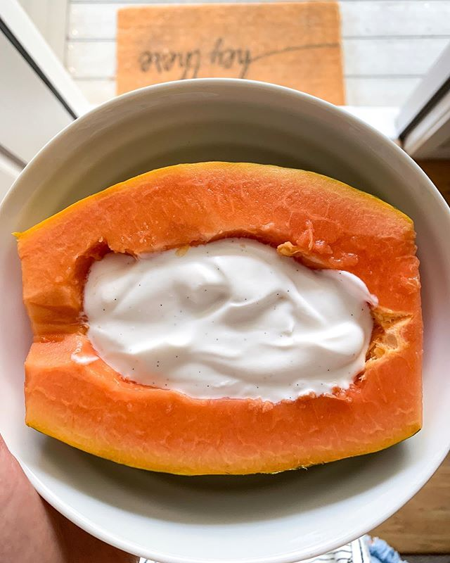 It has been 80 and sunny here in Colorado all week, and this weather has my body craving fruit. Threw together this papaya and coconut yogurt bowl, and it just may be my new favorite treat. 🌞🌞🌞 Papayas contain an enzyme called papain, which helps the body breakdown protein during digestion. Not only are they high in fiber, but they are a great source of lycopene and rich in antioxidants — making them protective against certain types of cancers. And just in case you needed another reason to give them a try, they are delicious! #papaya
