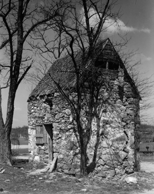 """""""The Old Quarters,"""" a slave quarters on Wisconsin Avenue in Bethesda (Historic American Buildings Survey, Library of Congress, 1939)"""