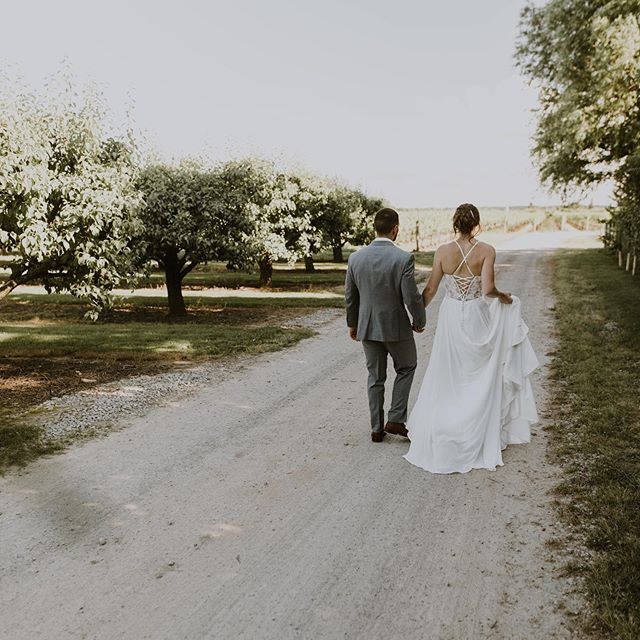 Yannis & Syke's wedding day at @stonewallestates is now up on our blog 🤩💕 link in bio!!