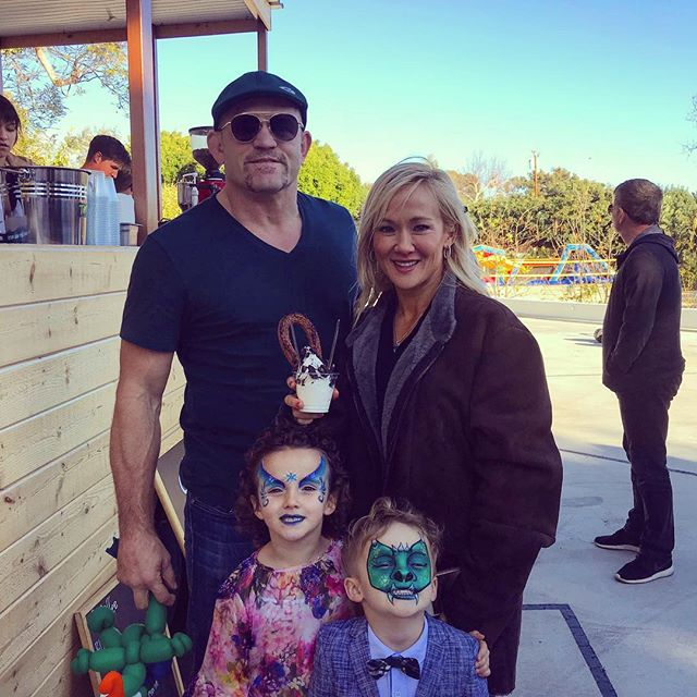 UFC legend Chuck Liddell stopped by Churro Bar with his family at one of our events to enjoy an amazing churro with soft serve ice cream! Thanks Chuck!  #churros #dessert #socalwedding #ocwedding #losangelesfood #ocfoodie #corporateevents #foodtruck #lafoodie