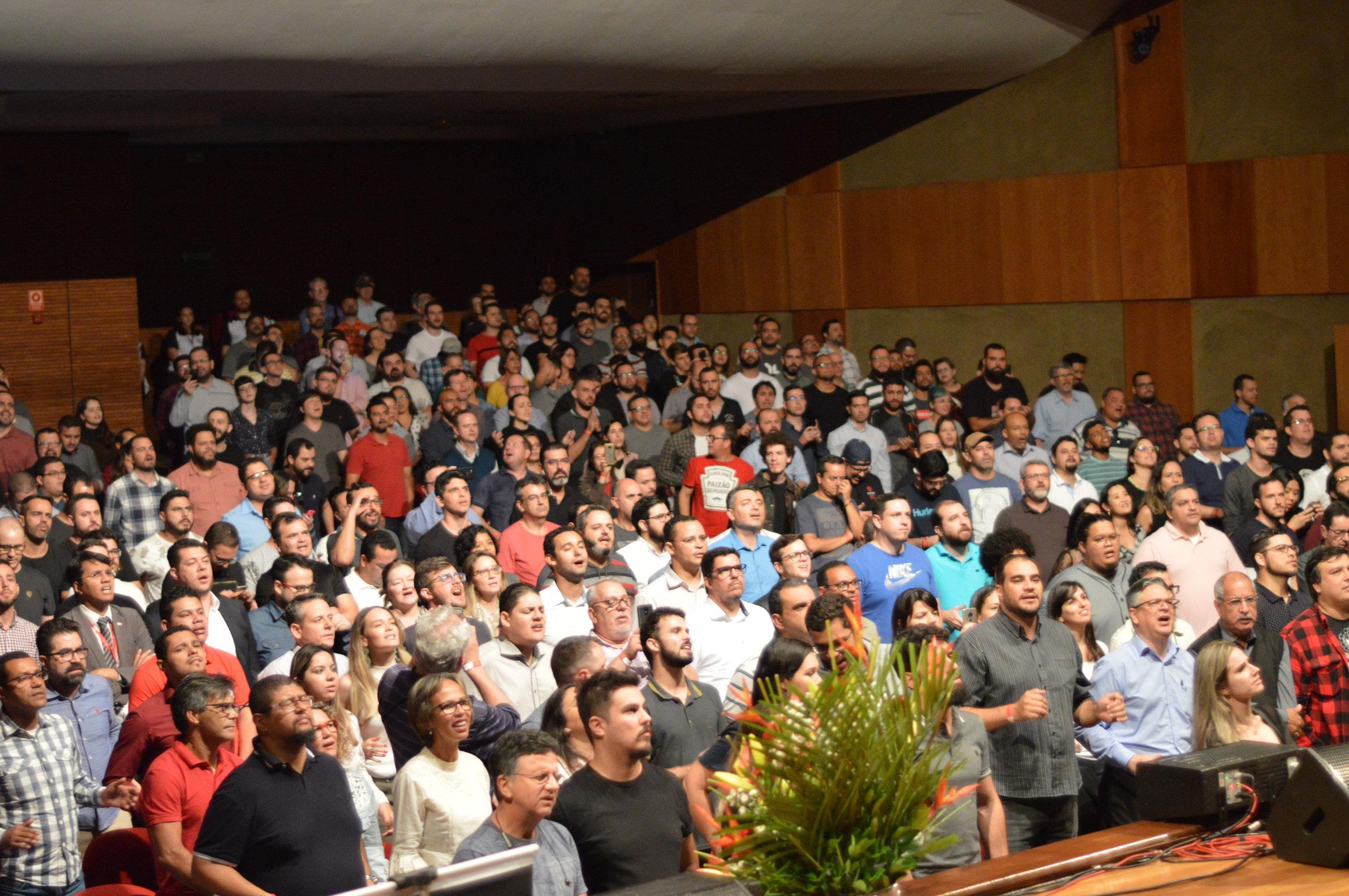 visão - Uma igreja global que transforma vidas, renova a cidade porque está centrada no evangelho de Jesus Cristo.