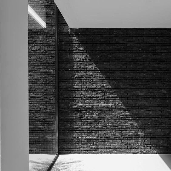 The obsession with texture continues. 🌑House V commissioned by Claessens archi- tecten.