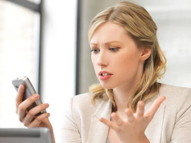 woman-with-phone-no-signal.jpg