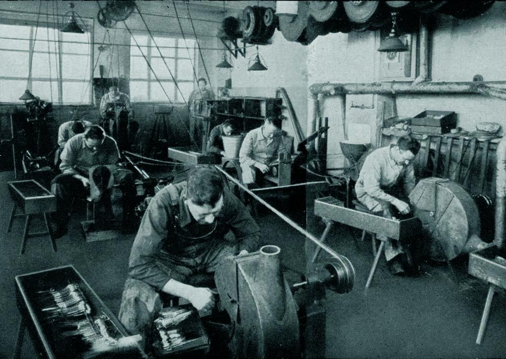 INDUSTRYThe polishing department.jpg