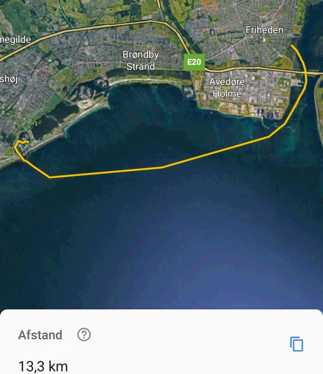 Hundige Havn -> Hvidovre Havn (13km) - Navn: Emma B.Vejrforhold (vind): SV, Vejrforhold (Styrke): 12m/s, Bølger: 0,5-1,5 mJeg roede i: Surfski, Jeg roede i: Nordic Kayaks, NitroDato: Oktober 2018Jeg gik i ved: Bro i Hundige Havn, Jeg gik op ved: Hvidovre GrundejerforeningDel din erfaring og oplevelse: Køge bugt kan noget. Det er dejligt bølgerne bygger sig op og bliver større og større. Man skal dog altid være opmærksom på de mange fiskenet udenfor Ørsted og at bølgerne begynder at 'lege' og være drilske ved Ørsted. Det kan være træls at ro ind gennem Kalveboderne, da du har sidevind og det er lavt når du skal ind til Kalveboderne.