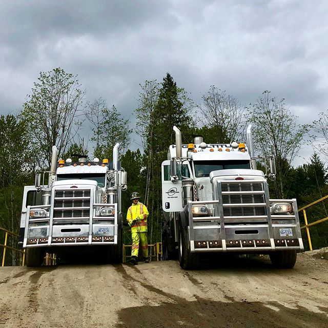 Moving dirt kind of day. Crews working hard. Happy for the overcast sky's keeping the sun away for this day. #peterbilt #peterbilt379 #heavytrucks #herdbumper #workingmen #excavation #utilities