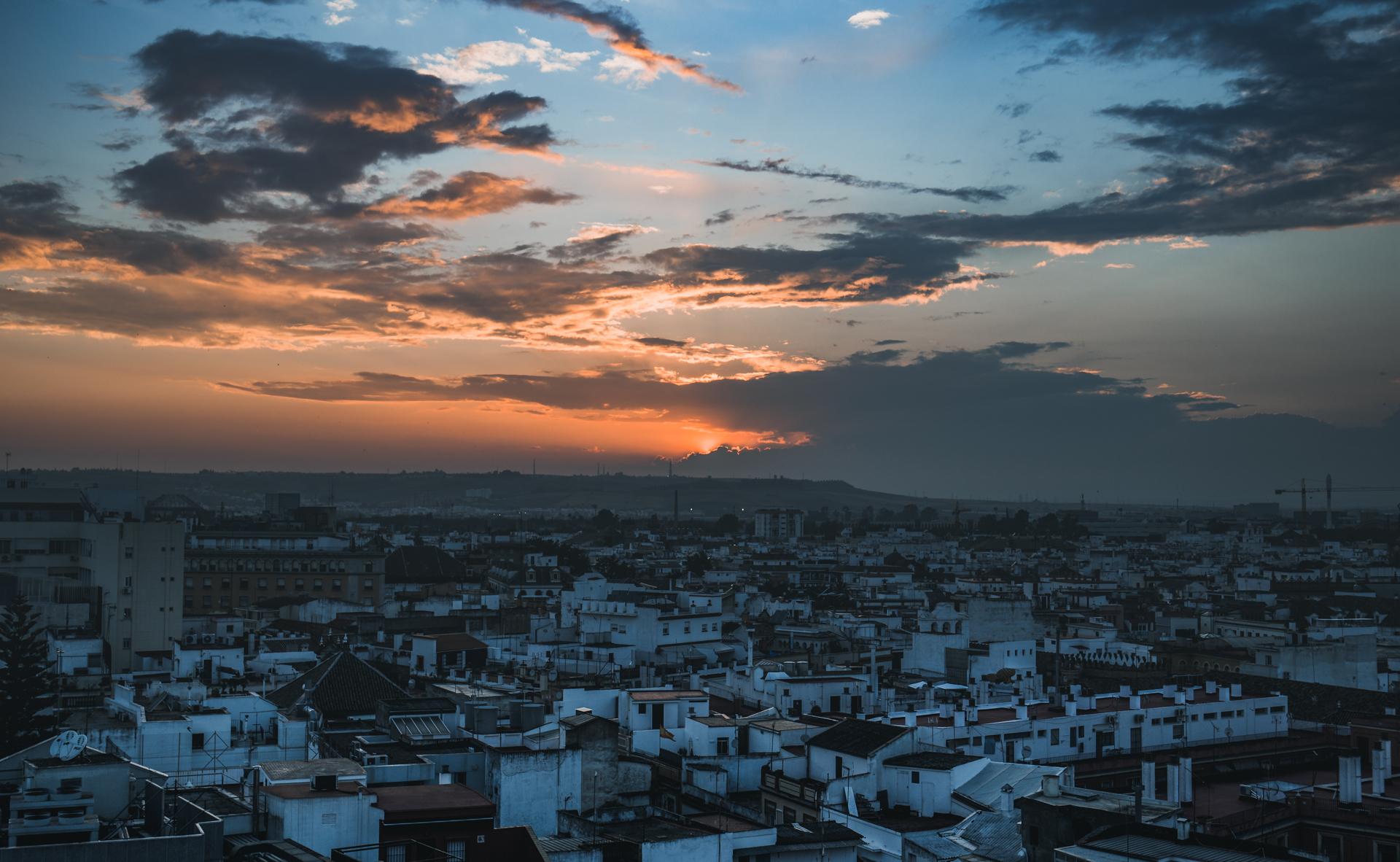 travel-blog-redhead-round-the-world-blogger-sunset-spain-sevilla.jpg