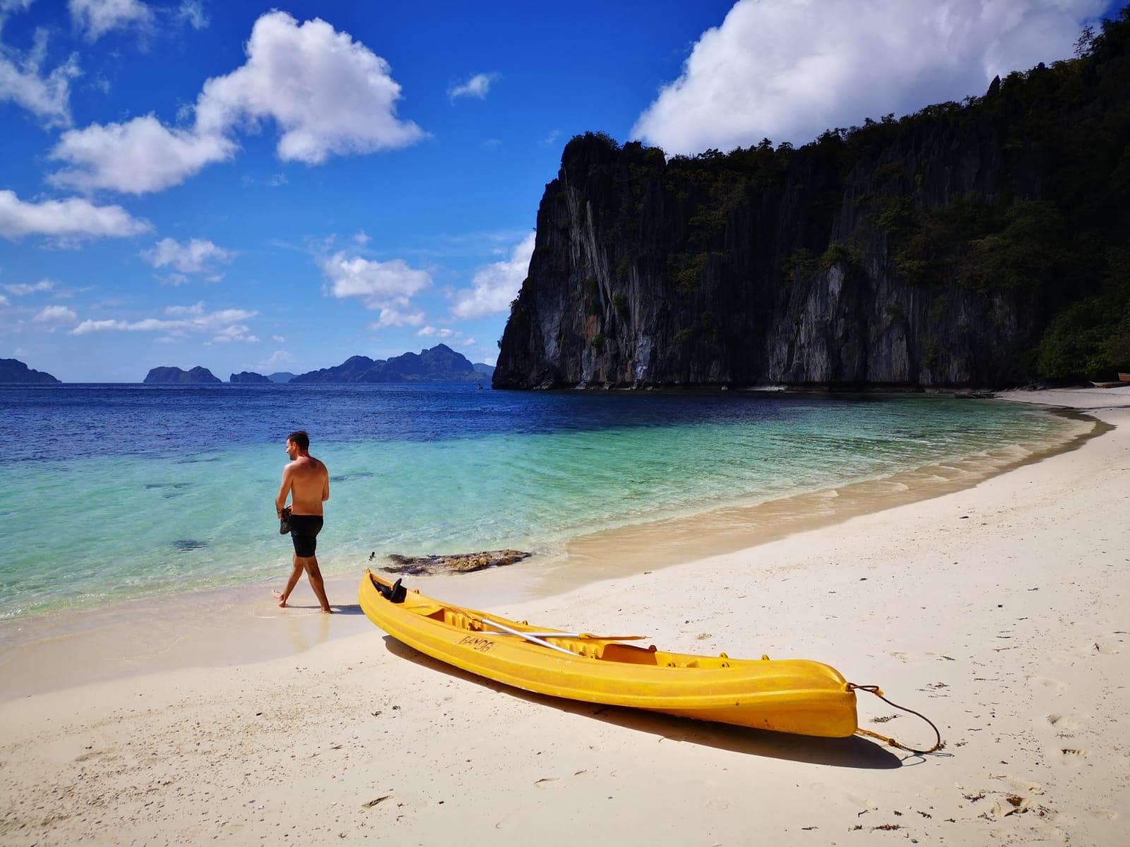 travel-blog-blogger-redhead-round-the-world-philippines-el-nido-lapus.jpg