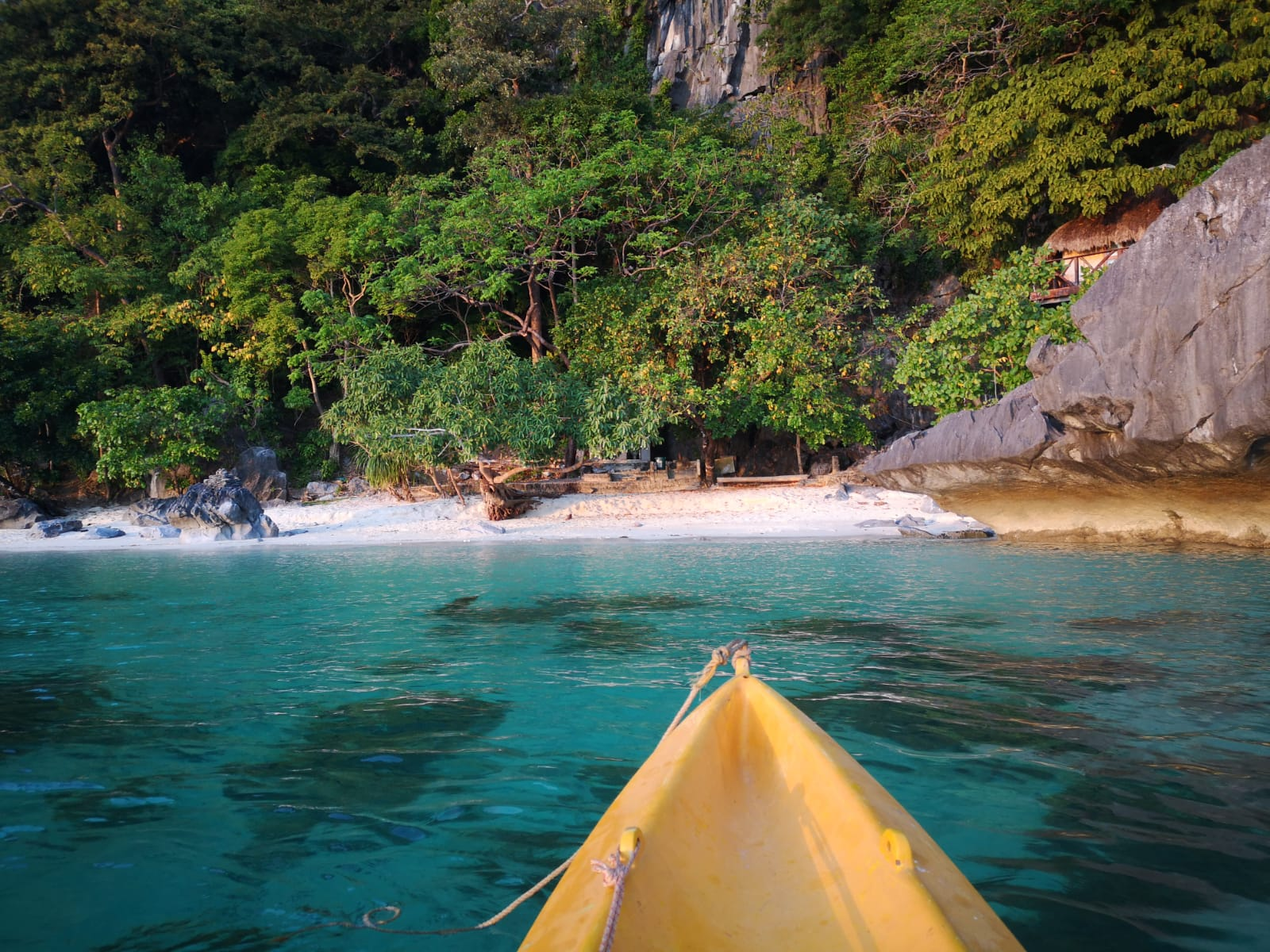 travel-blog-blogger-redhead-round-the-world-kayak-el-nido-lapus-beach.jpg