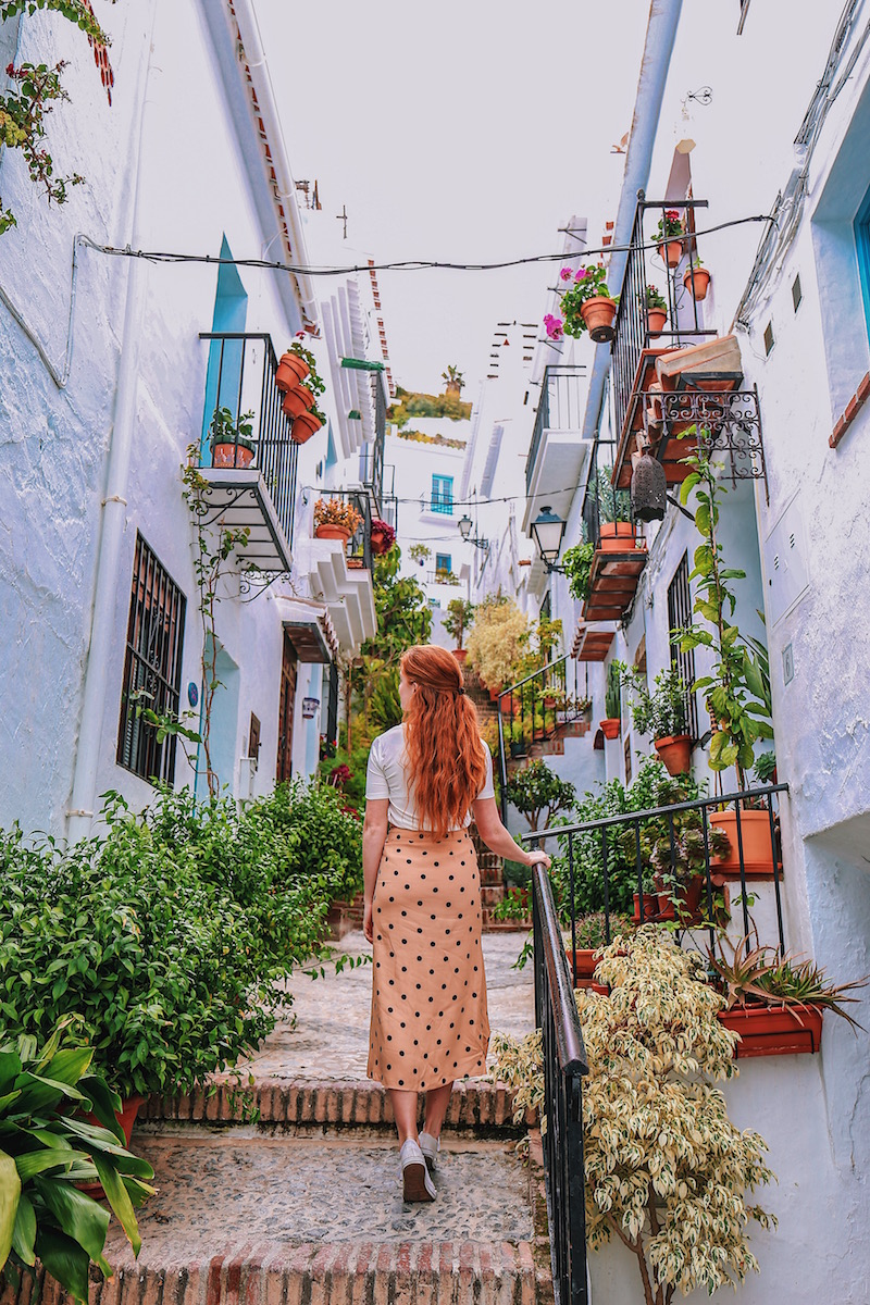 redhead-round-the-world-blog-blogger-spain-Andalusia-frigiliana-flowers-plants-elaina-stairs.JPG