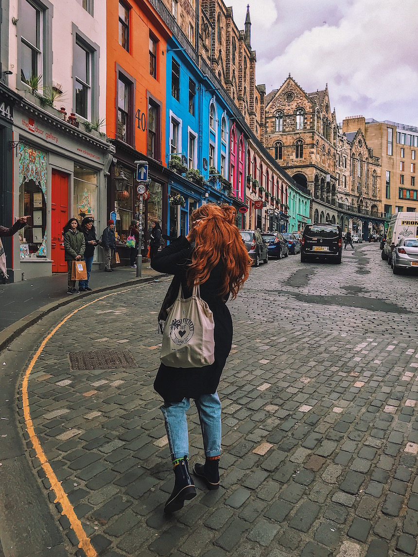 redhead-round-the-world-scotland-blogger-travel-edinburgh-victoria-street.JPG