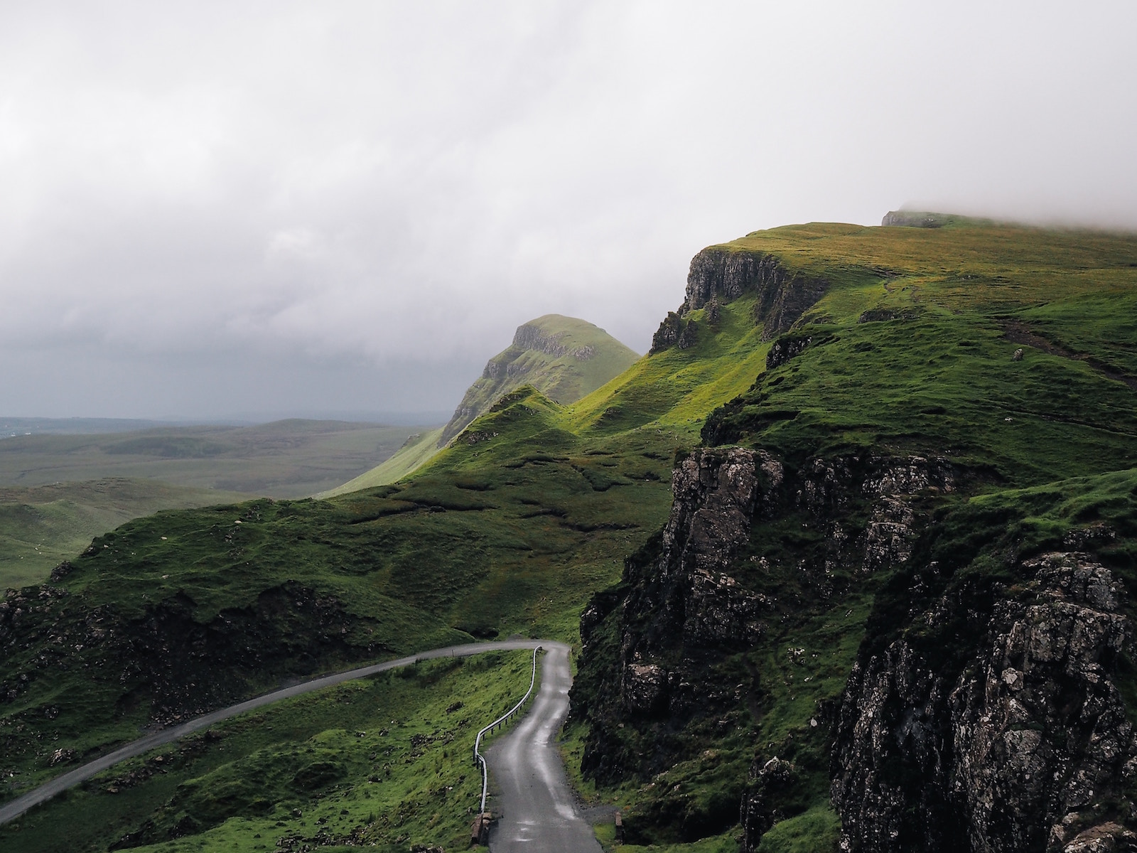 redhead-round-the-world-blogger-ireland-destinations-green-road-drive.jpg