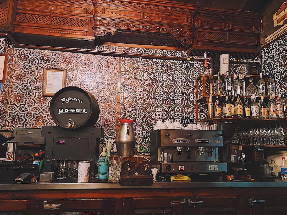 redhead-round-the-world-blogger-food-foodie-foodblog-spain-el-rinconcillo-inside-manzanilla.JPG