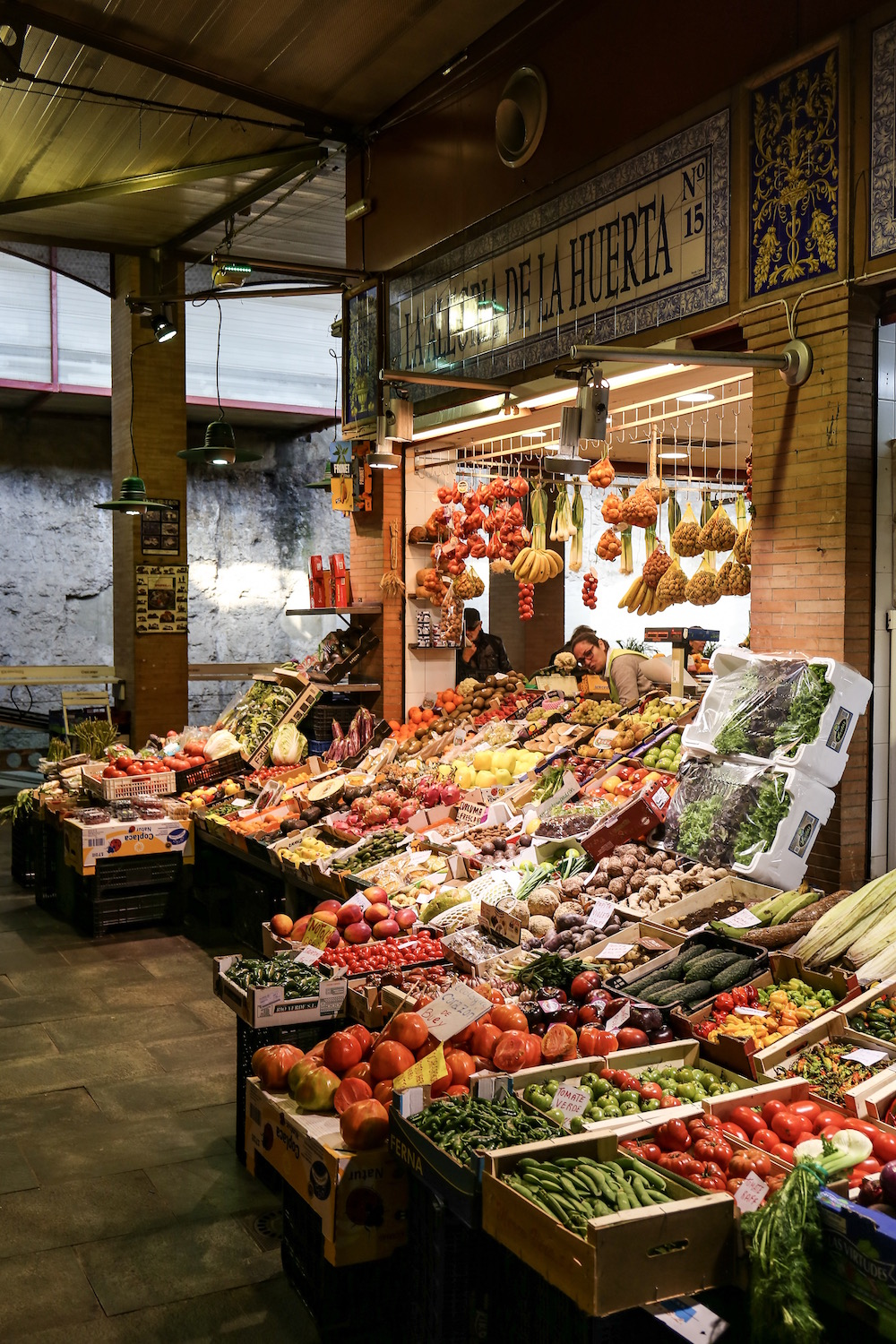 redhead-round-the-world-travel-blog-sevilla-fruit-veggies-market-sevilla-colours.JPG