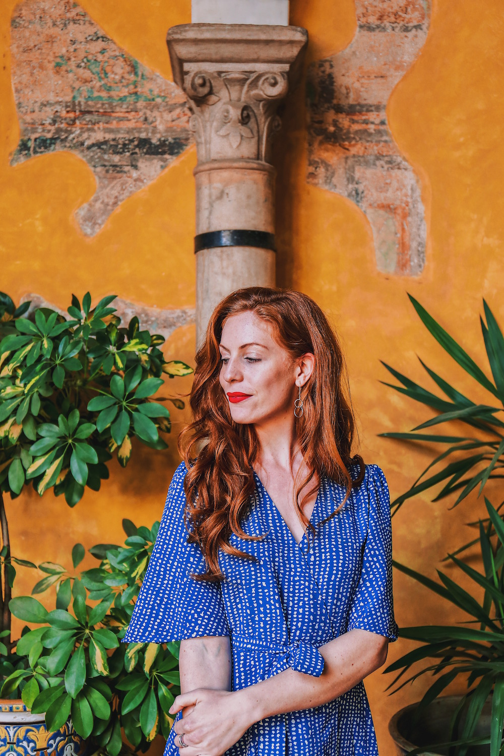 redhead-round-the-world-blog-blogger-seville-sevilla-palace-de-duenas-yellow-garden-dress-red.JPG