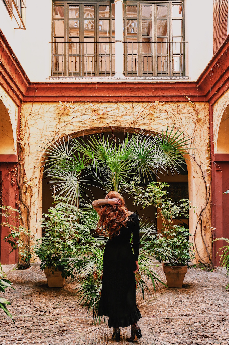 redhead-round-the-world-blogger-seville-santa-cruz-barrio-patio.JPG