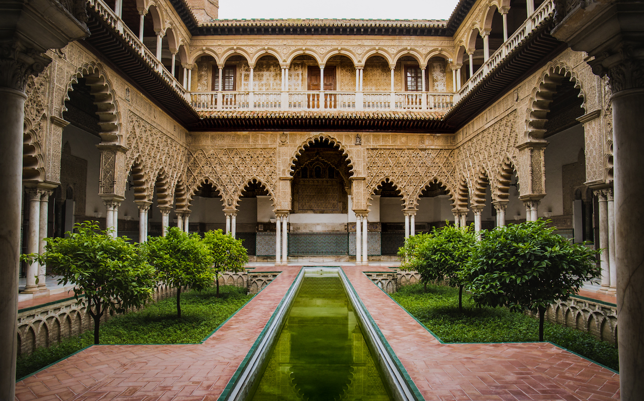 travel-blog-redhead-round-the-world-blogger-alcazar-sevilla-spain.jpg