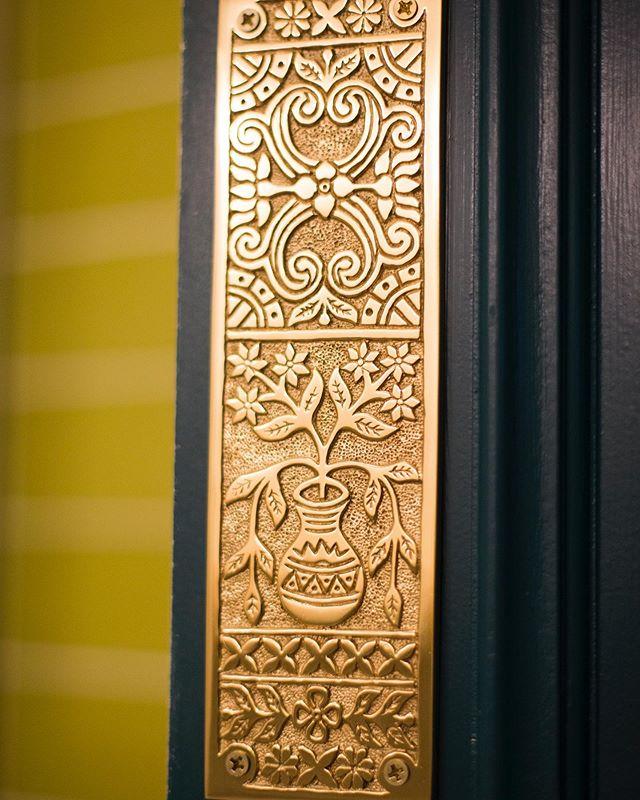 I spy something gold... #gold #craftbeer #newportbeach #newrestaurant #fableandspirit #ohshiny #details #interiordesign #elements #mythology #restaurantdesign #lido #vialido #locals #comingsoon #cantwaittomeetyou #letseat #chefdriven #casualfinedining 📸 @kfierrophotographs