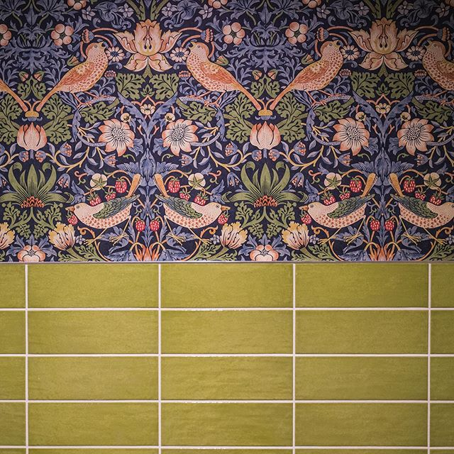 #birds #wallpaper #design #interiordesign #sneakpeak #color #tiling #newportbeach #newrestaurant #fancybathroom #newportbeachrestaurant #casualfinedining #symmetry #irishamerican #mythology #nature 📸 @kfierrophotographs