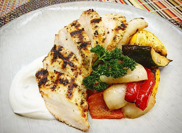 Lemon Oregano Chicken Breast with Marinated Grilled Vegetables and Lemon Yogurt Sauce  New meals and website coming soon!!! Visit www.madetofitmeals.com. Use promo code: getfit2019 for 10%off & free delivery. #madetofitmeals #mealprepping #fitness #organicfood #naturalfood #wholefoods #healthyfood #paleodiet #ketodiet #lowcarbdiet #localfood #seattlefood #crossfit #bodybuilding #yoga #pilates #newparents #collegestudent #athlete #seniorliving #disabled #busy #cheflife