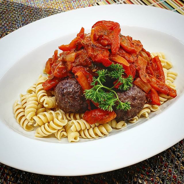 Beef Meatball Peppernota with Whole Grain Rotini Pasta  New meals and website coming soon!!! Visit www.madetofitmeals.com. Use promo code: getfit2019 for 10%off & free delivery. #madetofitmeals #mealprepping #fitness #organicfood #naturalfood #wholefoods #healthyfood #paleodiet #ketodiet #lowcarbdiet #localfood #seattlefood #crossfit #bodybuilding #yoga #pilates #newparents #collegestudent #athlete #seniorliving #disabled #busy #cheflife