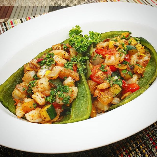 Prawn and Vegetable stuffed Poblano with Spicy Cilantro Lime Baste  New meals and website coming soon!  Visit www.madetofitmeals.com. Use promo code: getfit2019 for 10%off & free delivery. #madetofitmeals #mealprepping #fitness #organicfood #naturalfood #wholefoods #healthyfood #paleodiet #ketodiet #lowcarbdiet #localfood #seattlefood #crossfit #bodybuilding #yoga #pilates #newparents #collegestudent #athlete #seniorliving #disabled #busy #cheflife
