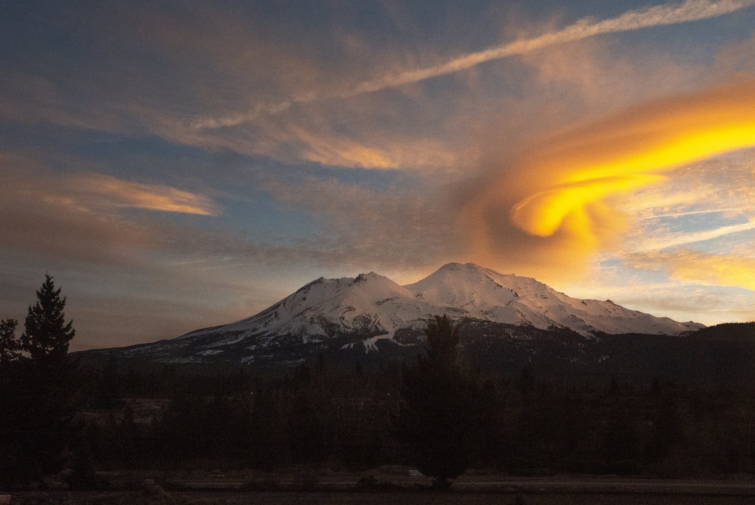 I know I showed shots of this in an earlier dispatch about my train up to Portland, but I can't help it, I have never before seen anything like this cloud formation over Shasta that morning at sunrise.