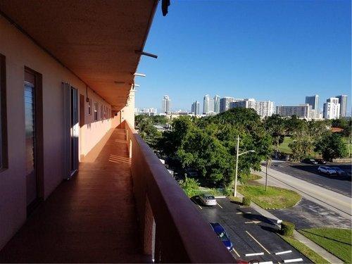 Outdoor+Balcony.jpg