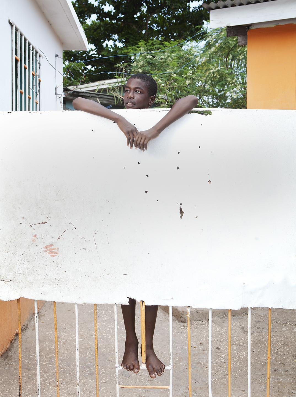 diephuis-jamaica-kingston-kid-fence.jpg